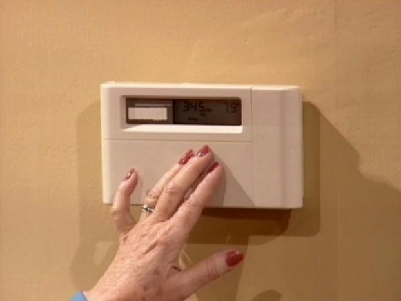 programmable thermostat  can reduce utility bill