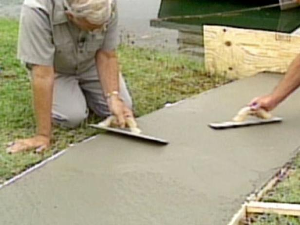 How To Pour A Concrete Walkway How Tos Diy