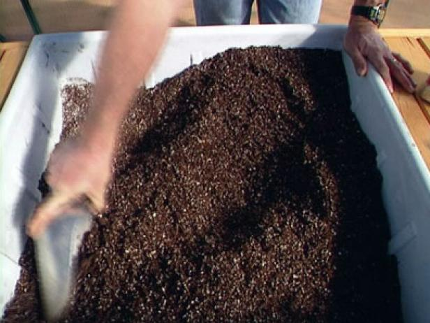 peat moss helps soil hold moisture