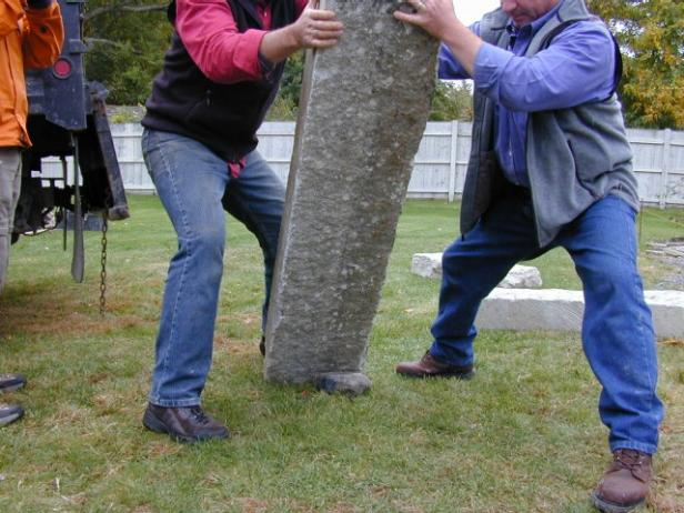 Never attempt to dead lift heavy stone. Instead, flip or walk the granite into place (Image 2). When flipping the granite, place a small rock underneath one end so there is space from which to lift. Walk pieces of stone into position by rocking them from corner to corner.