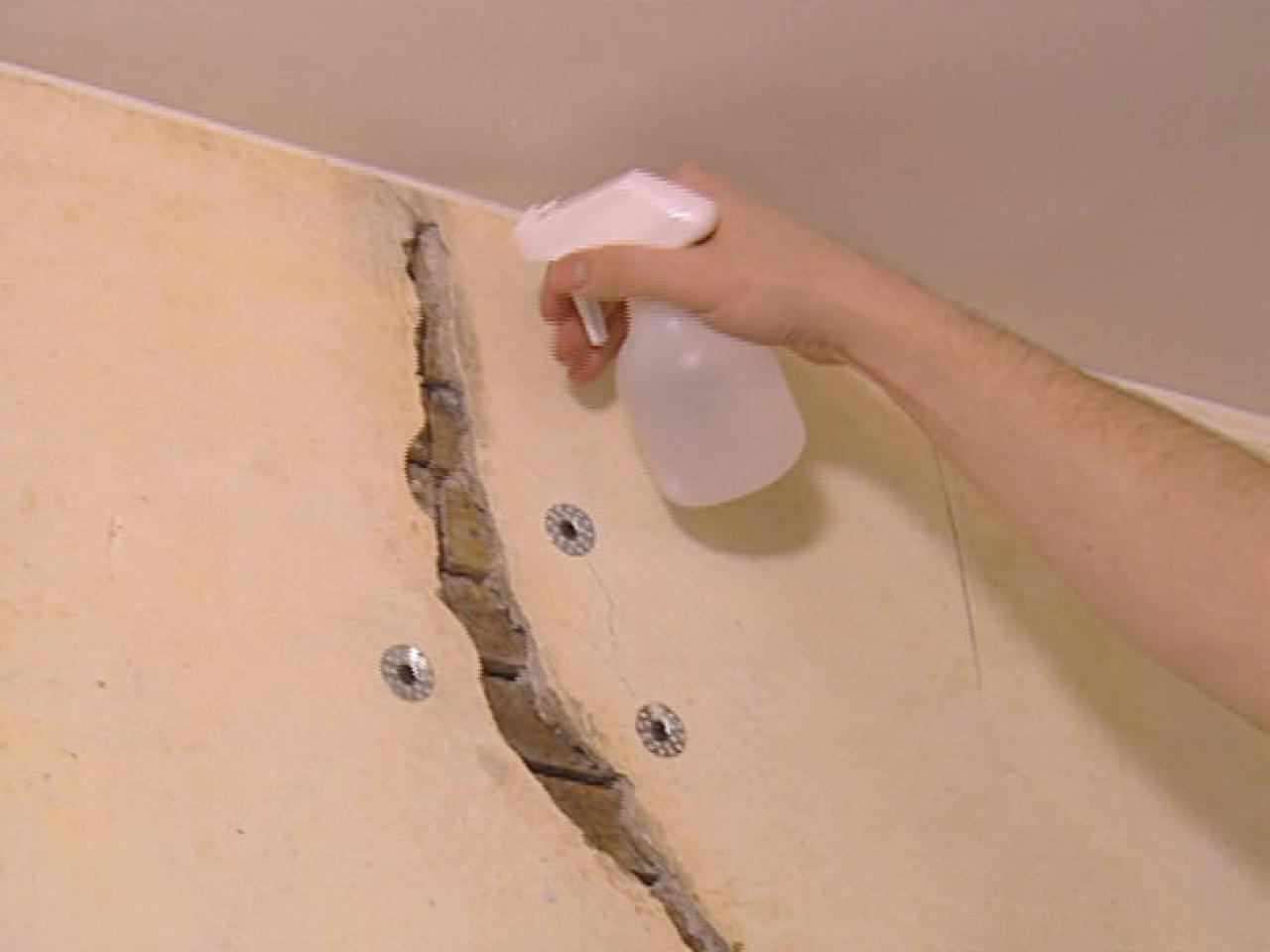 How To Restore Cracked Plaster How Tos Diy