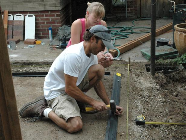 dseq113_1_paveedges06 - How To Lay A Brick Paver Patio How-tos DIY