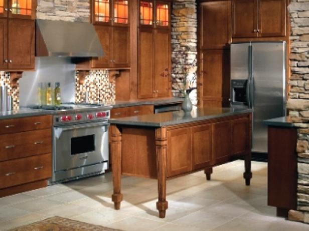 Whisman_6A-kitchen-with-stone-columns_s4x3