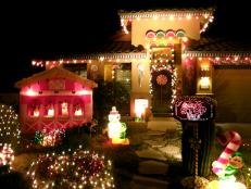 RMS_Christmas-Candy-decorated-house-and-yard_s4x3