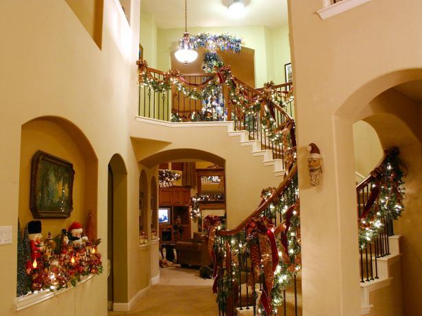 RMS_hawkindot-christmas-entryway_s4x3