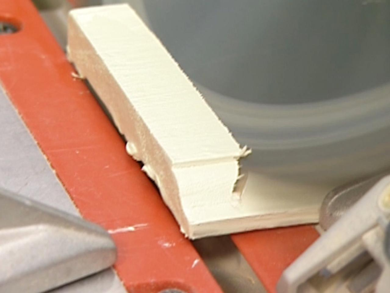 How to cut base molding in place - Step 3 Dttr302_miter Cut Baseboard