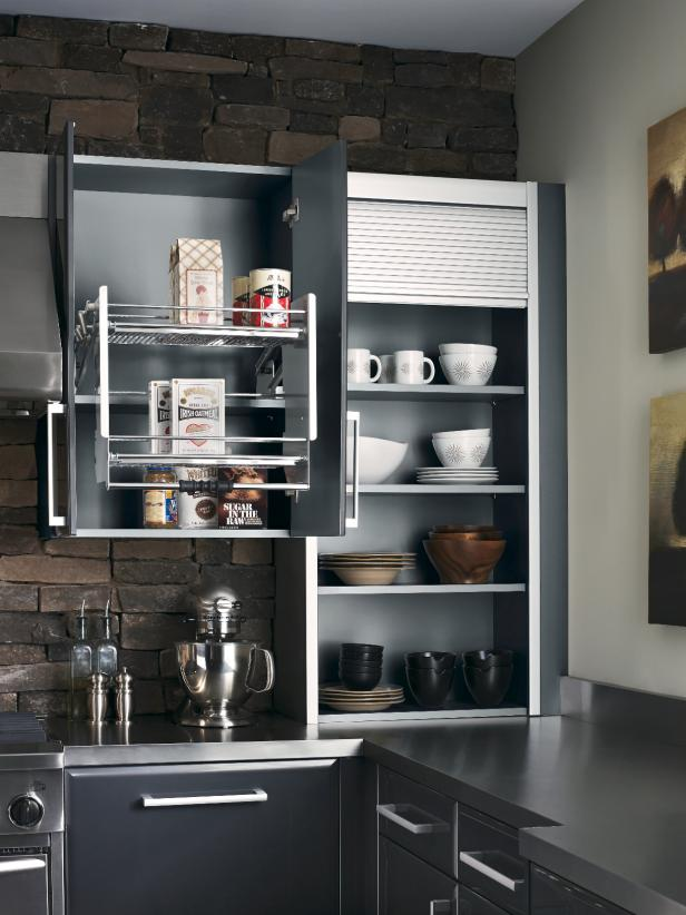 Hachette_07-Kraftmaid-Lustra-Tivoli-wall-cabinet-with-Contempo-Pull-Down-Storage