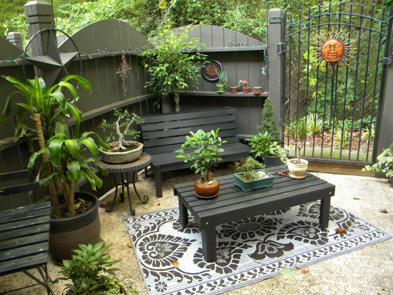 Patios and decks we love from rate my space diy deck for Patio deck decorating ideas
