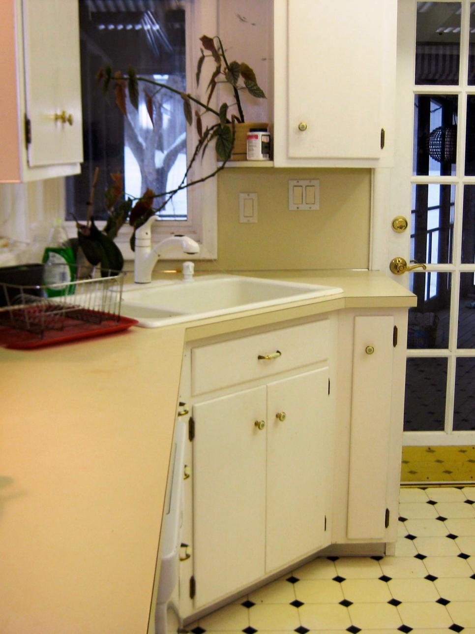 BudgetFriendly BeforeandAfter Kitchen Makeovers DIY -  diy affordable kitchen
