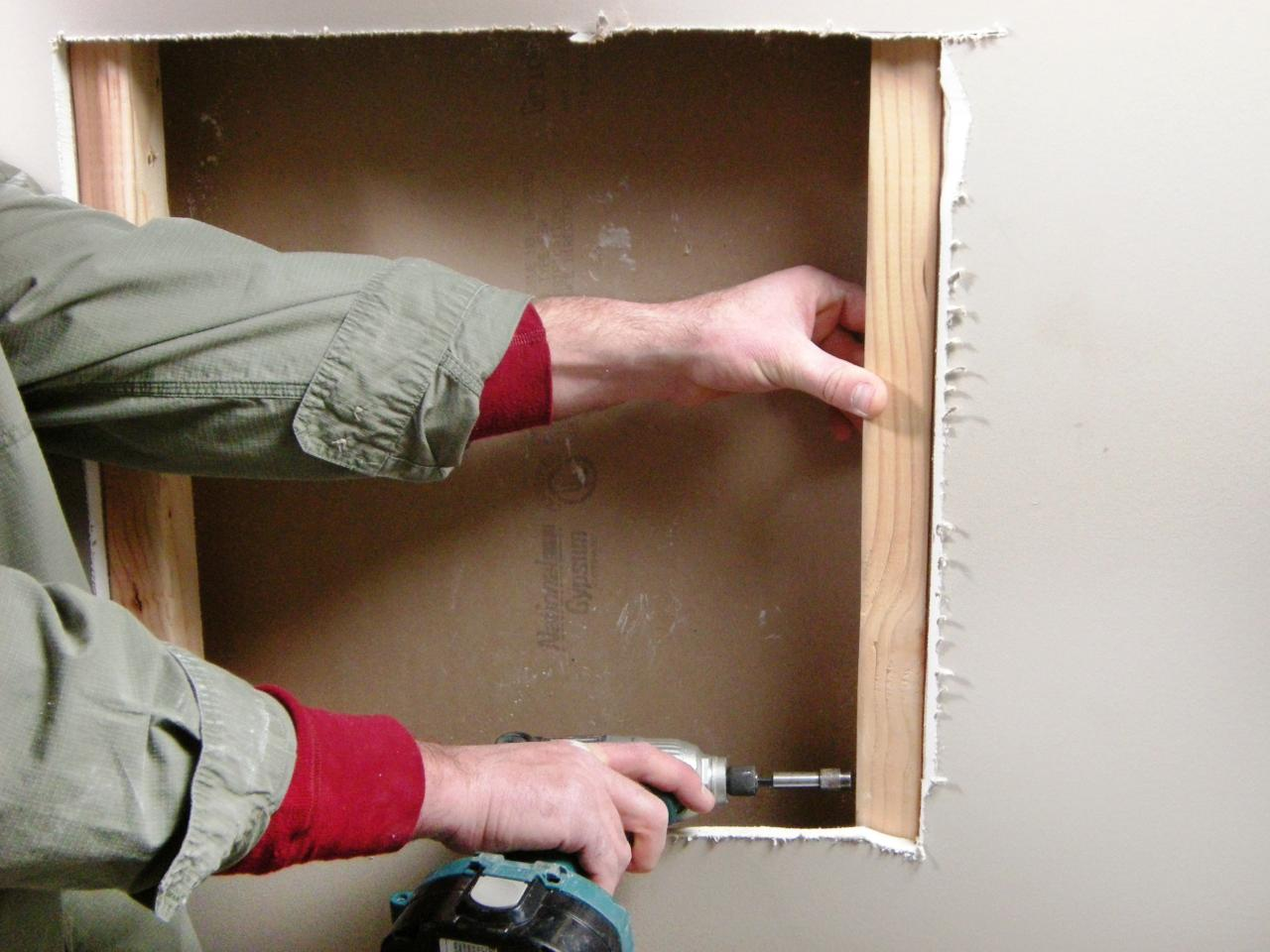 How to repair large hole in drywall - Ultimate How To_drywall Repair Large Hole 02_s4x3