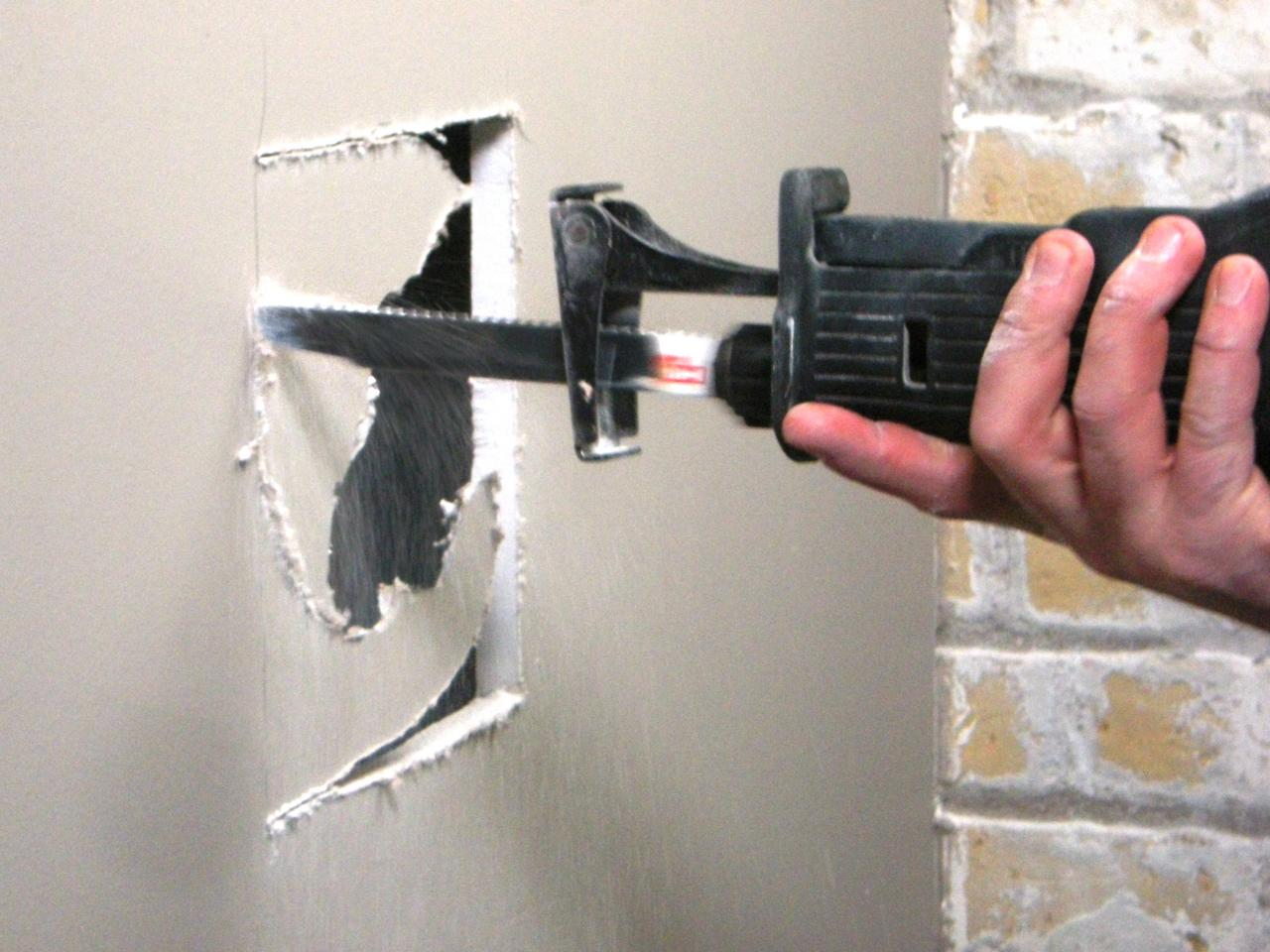 How to repair large hole in drywall - Ultimate How To_drywall Repair Med Hole 04_s4x3