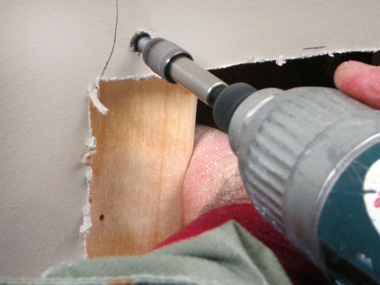 How to repair large hole in drywall - Ultimate How To_drywall Repair Med Hole 05_s4x3