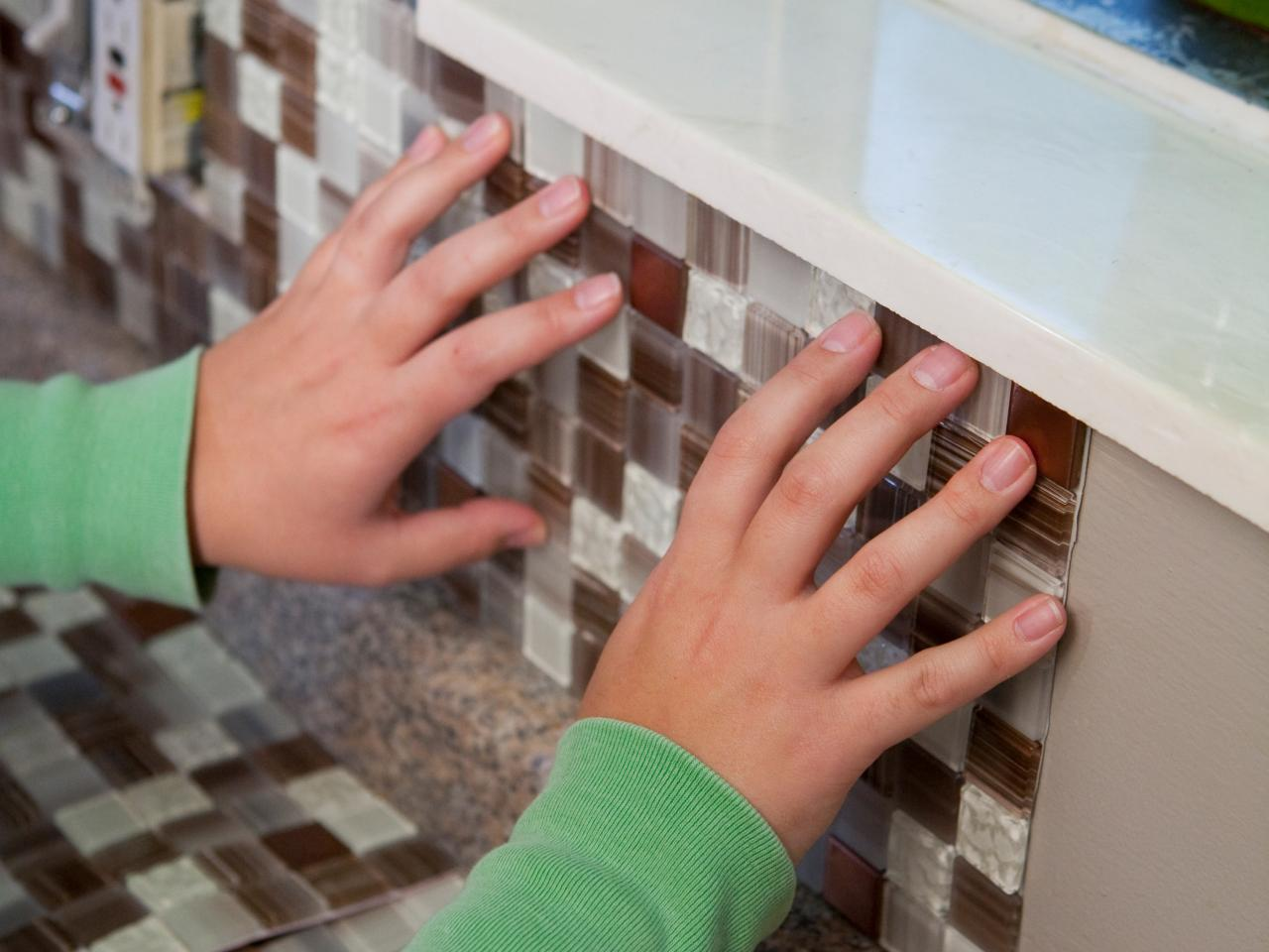 How to put up backsplash tile