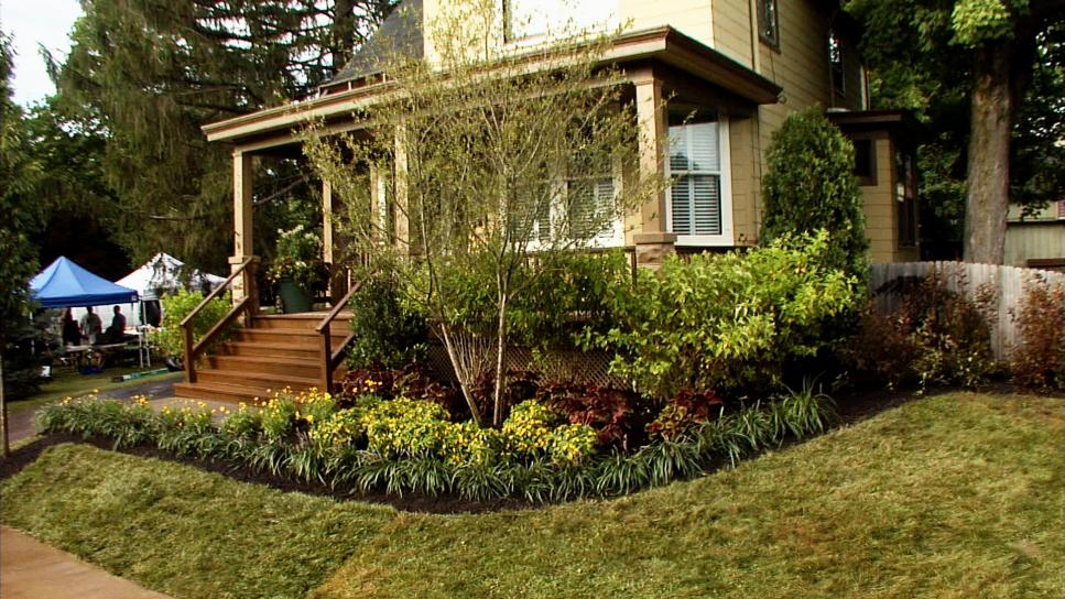 Front yard landscaping ideas diy for Front lawn ideas
