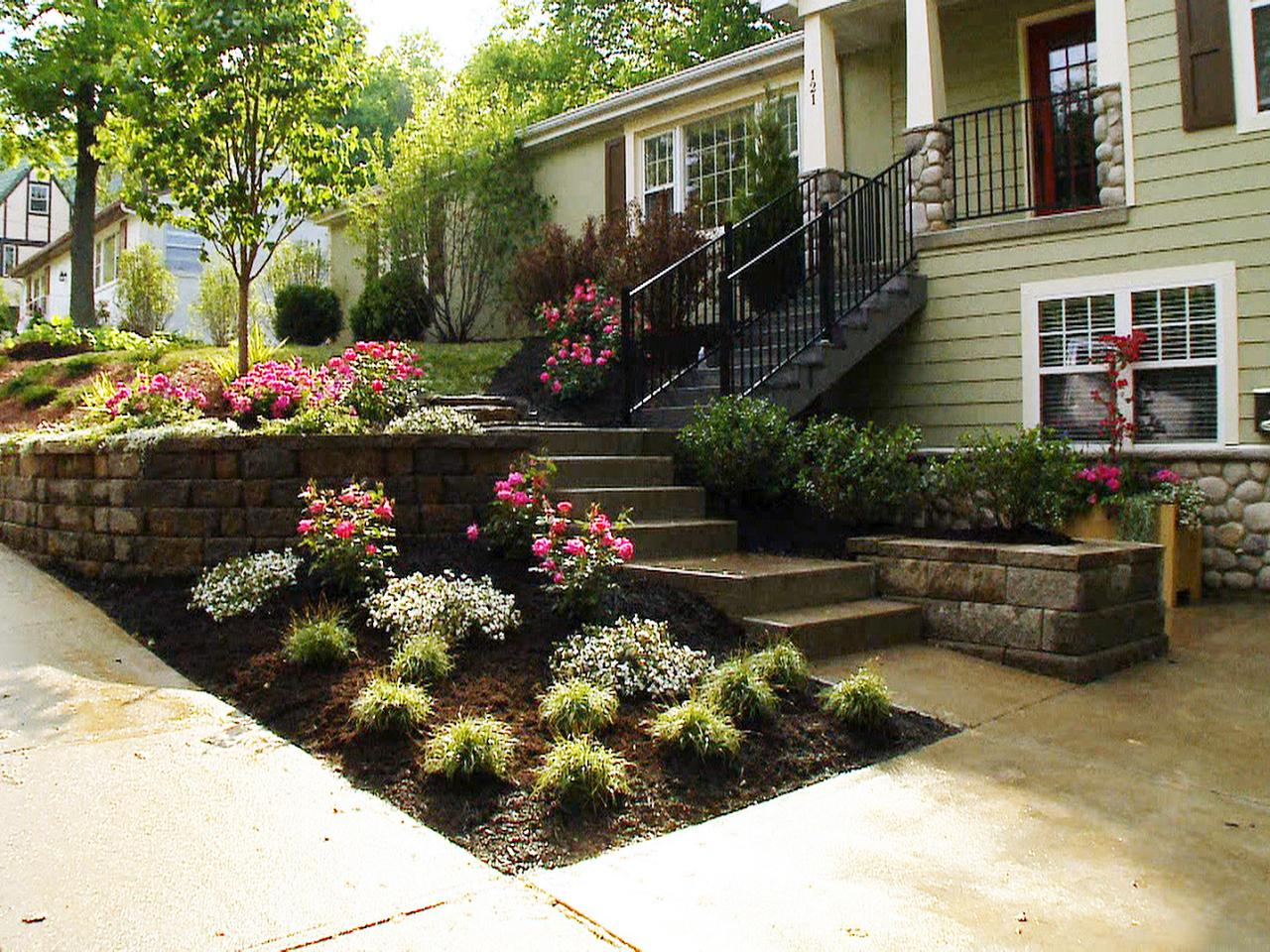 Front yard landscaping ideas diy landscaping landscape for Small front garden plans