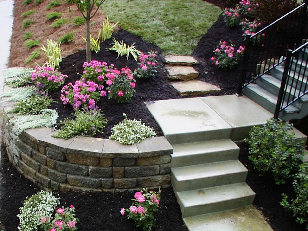 Rock landscaping ideas diy for Rock wall garden designs