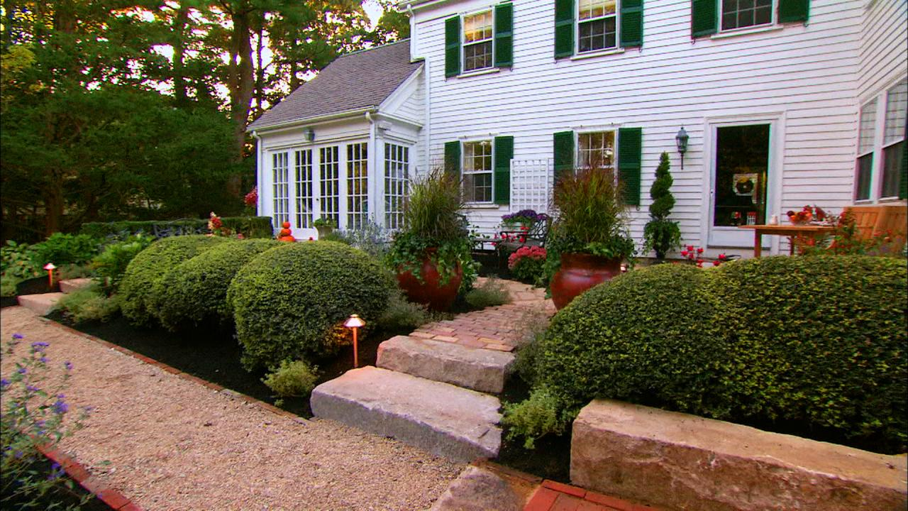 Backyard landscaping ideas diy Small backyard designs pictures