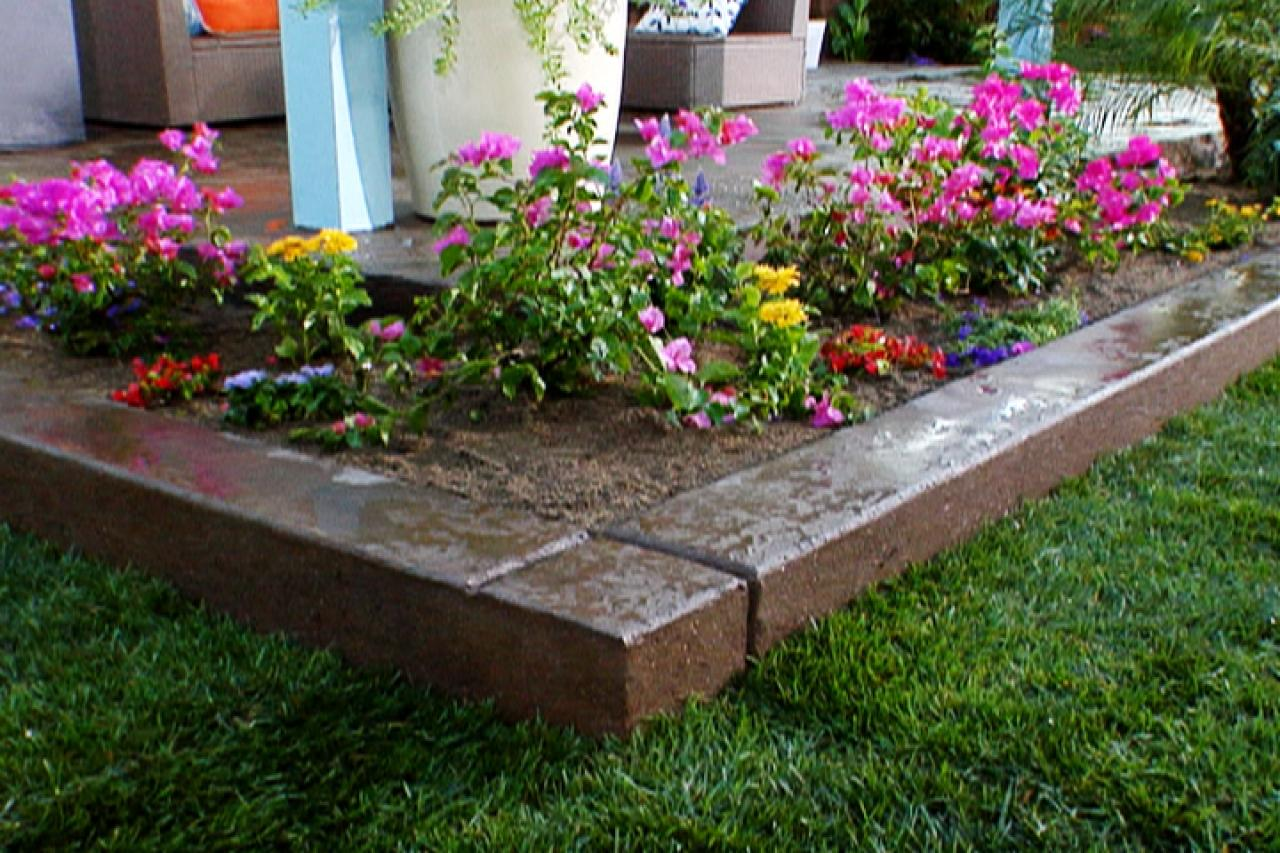 Backyard landscaping ideas diy for Small garden bed design ideas