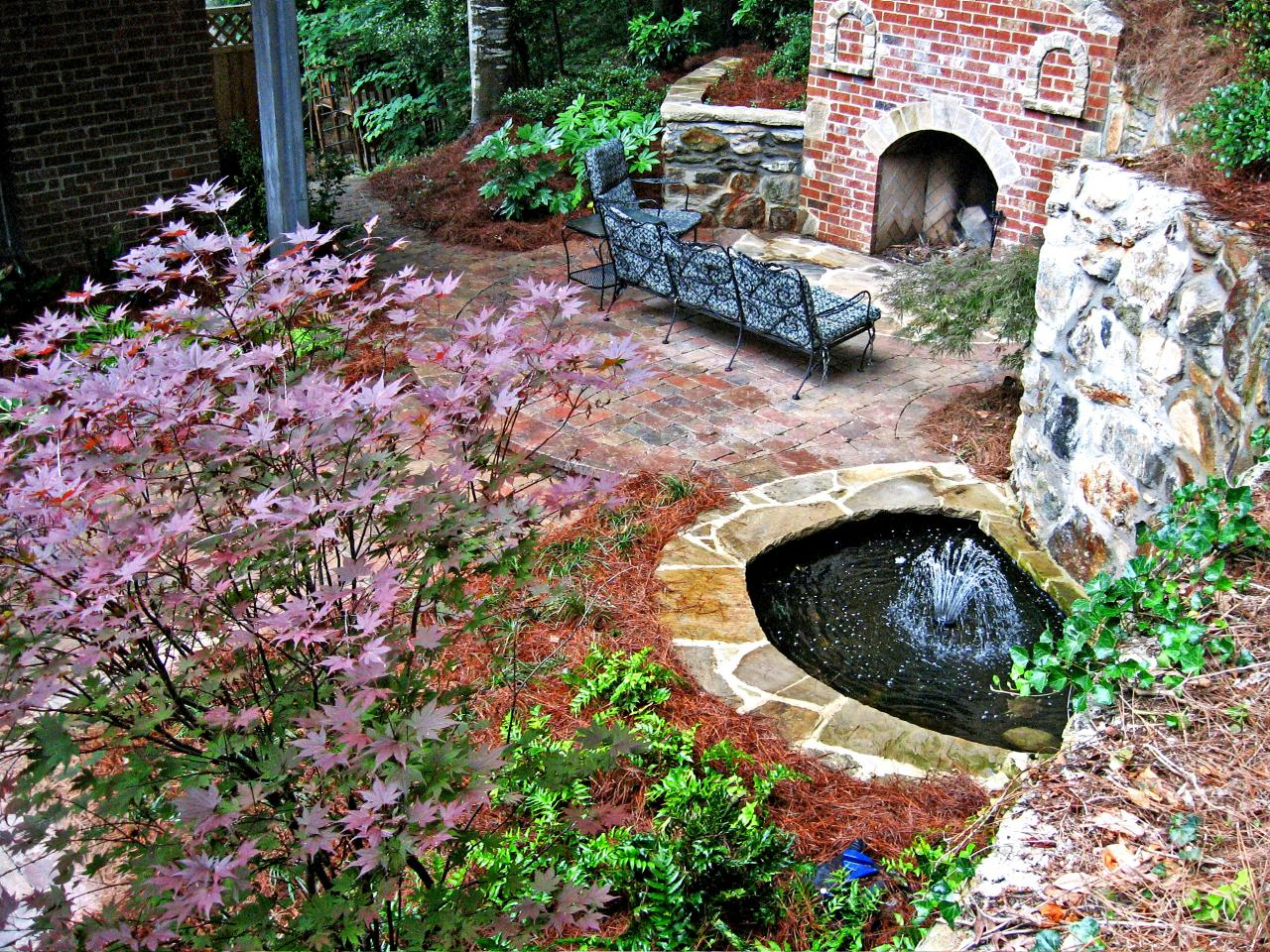 Cool ponds pools and fountains for the backyard diy for Backyard ponds and water features