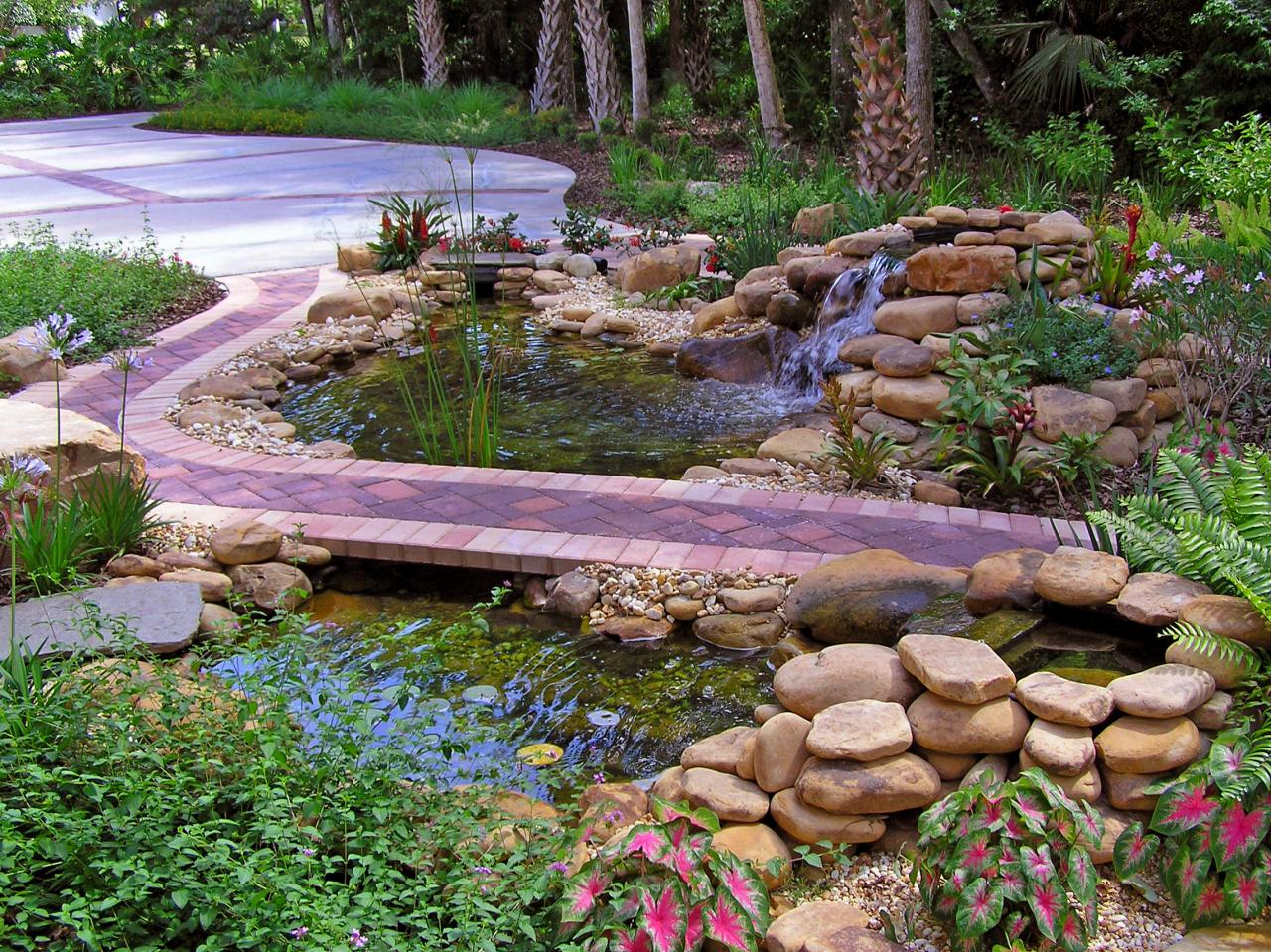 Cool ponds pools and fountains for the backyard diy for Pond water features
