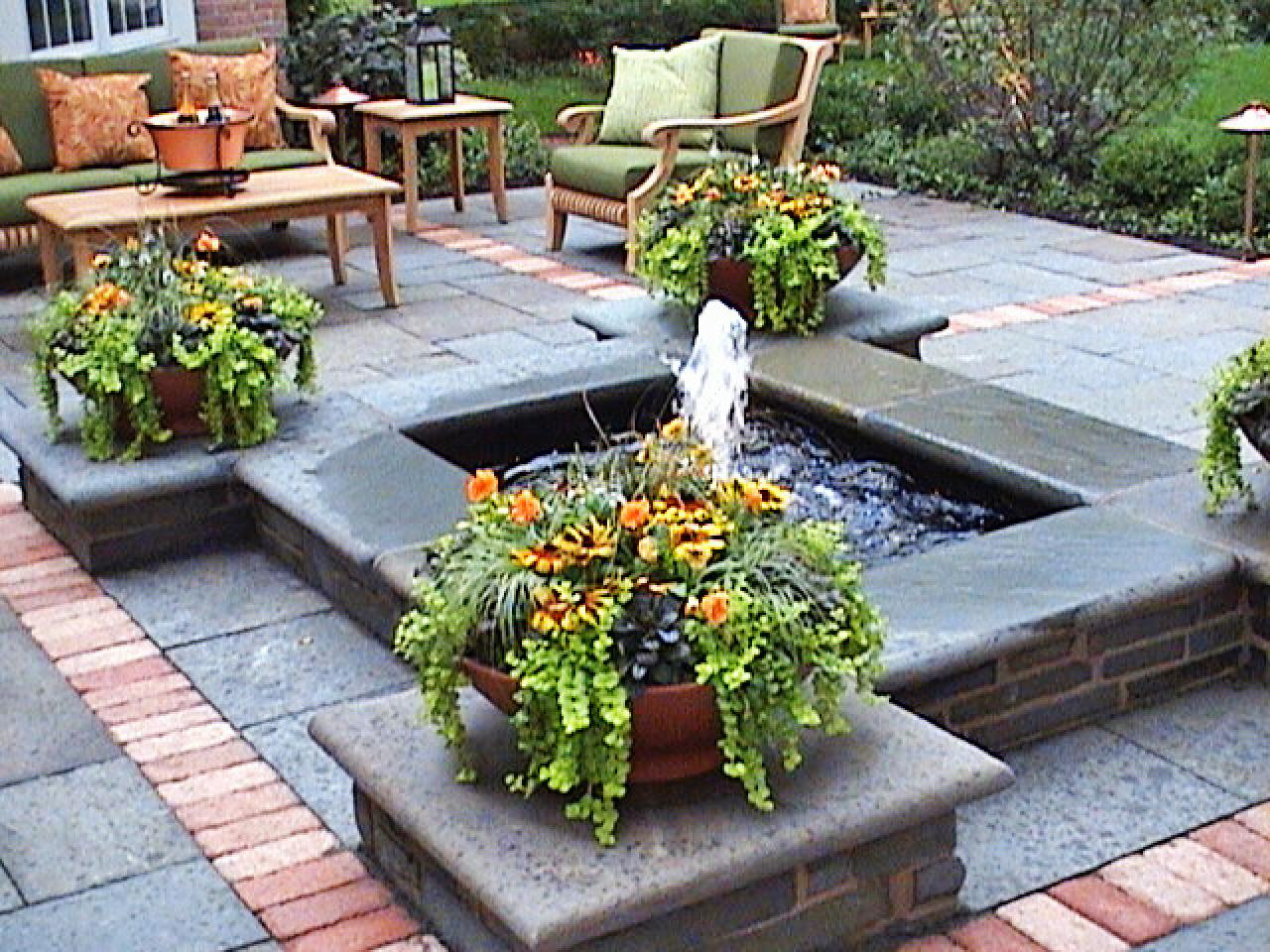 Cool ponds pools and fountains for the backyard diy for Pond with fountain