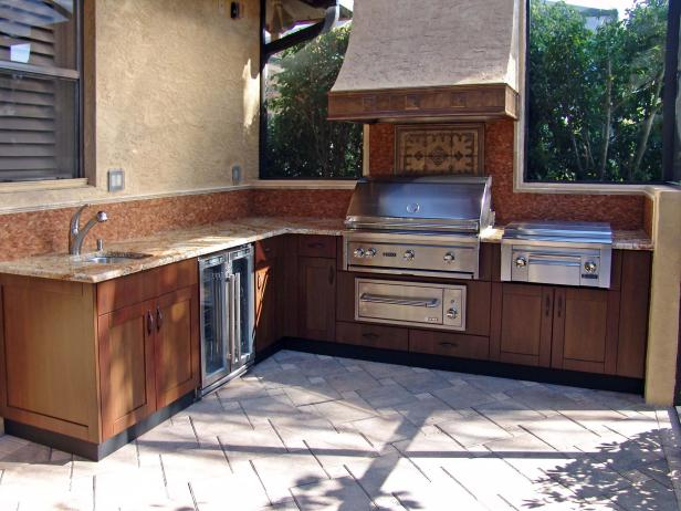 Outdoor Kitchen With Stainless Steel Grill
