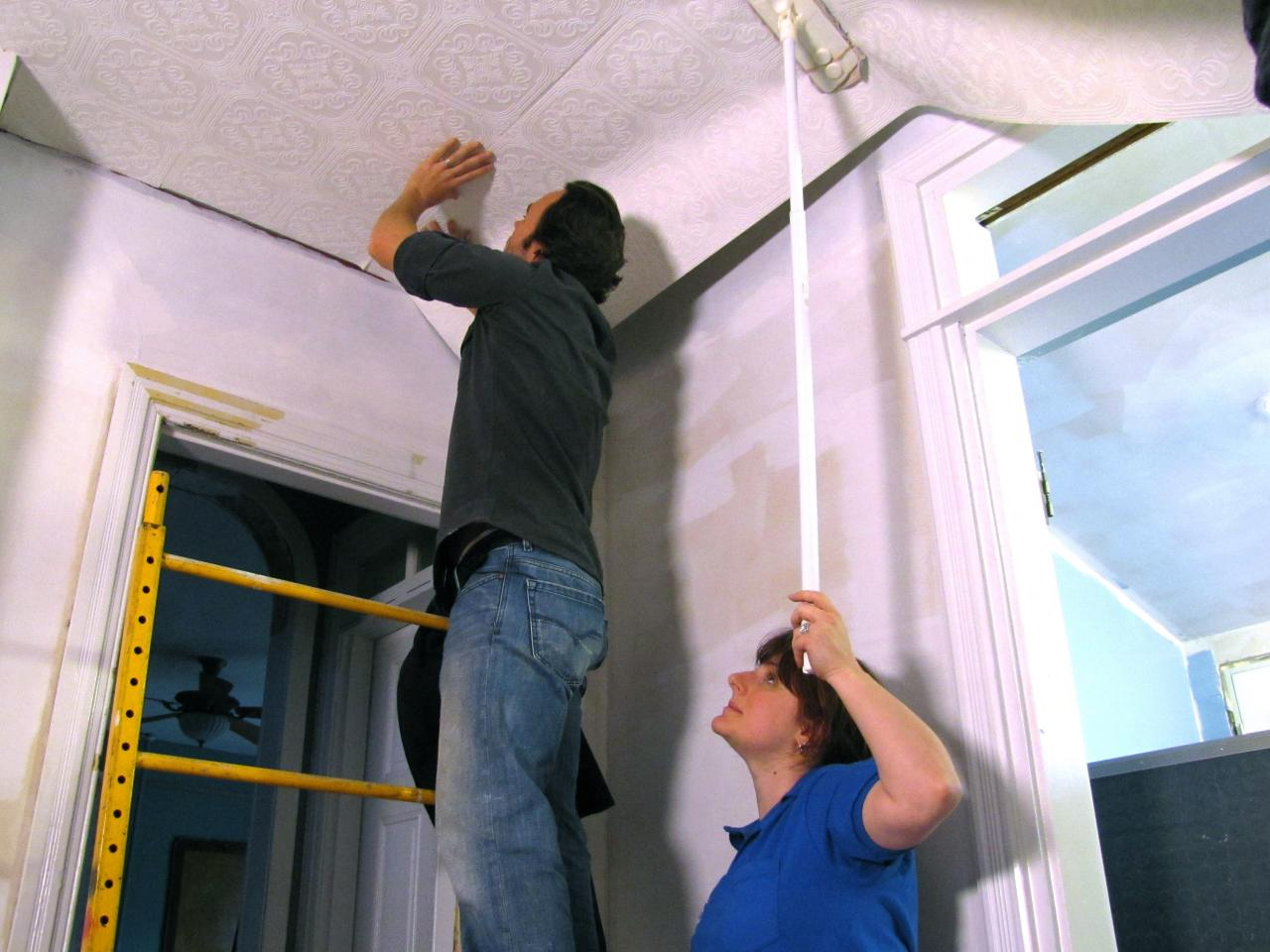 how to hang wallpaper on a ceiling | how-tos | diy