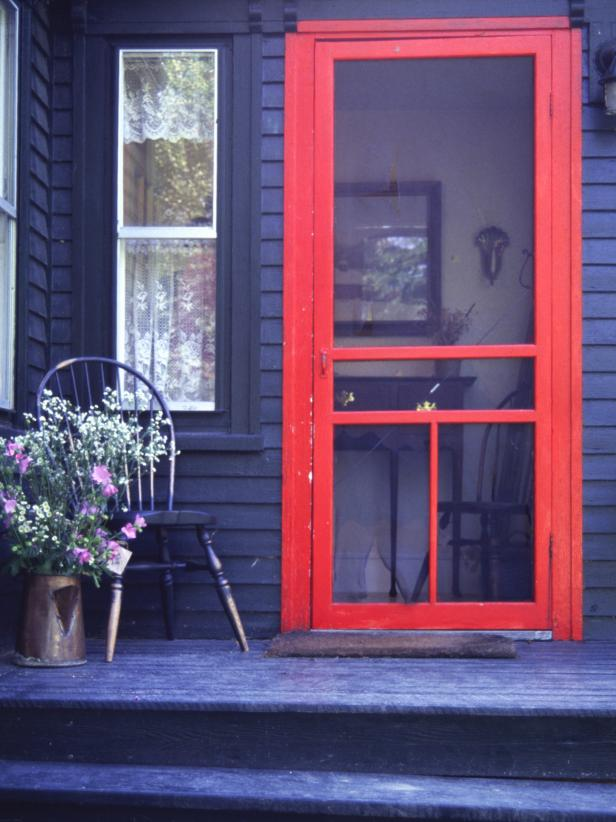 iStock-138496_Red-Screen-Door_s3x4