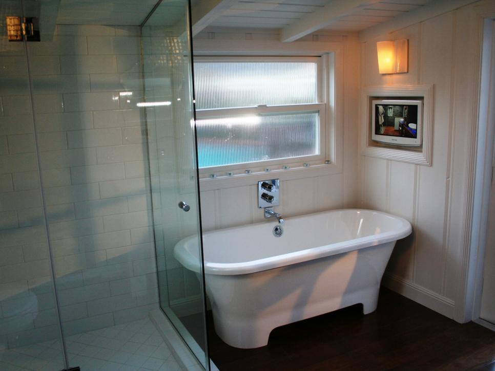 Amazing tubs and showers seen on bath crashers diy for Bathroom tub and shower designs
