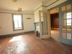 Blog Cabin 2011: Crumbling Parlor Before Renovation