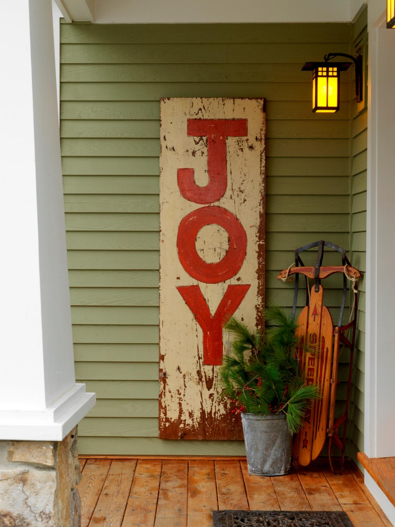 Learn how to make a hand painted vintage sign how tos diy Christmas decorating diy
