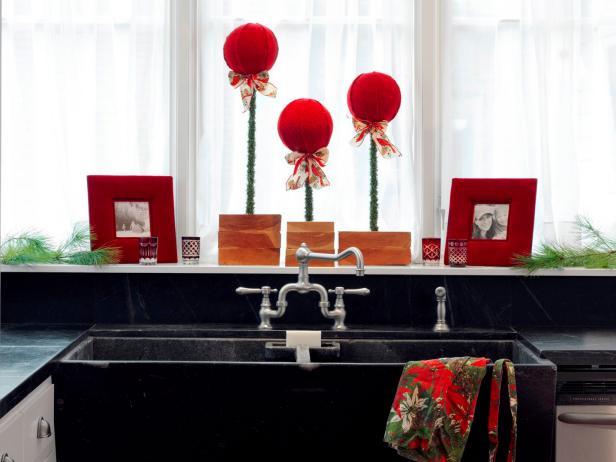 CI-Susan-Teare_Sweater-Topiaries-Holiday-2_s4x3