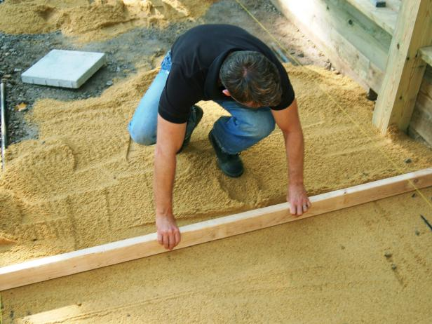 Remove the guides and fill in the remaining space with sand.