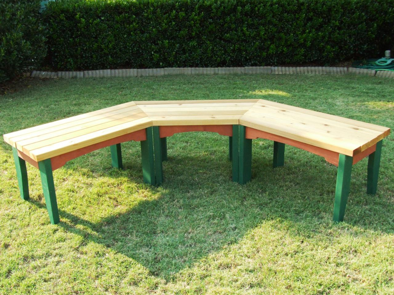 How to build a semi circular wooden bench how tos diy for Circular garden decking