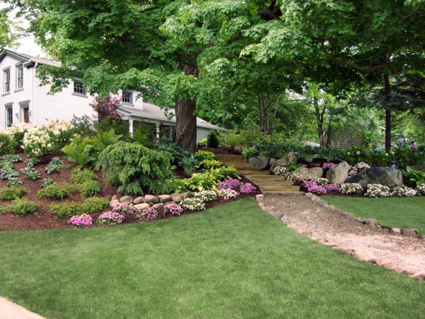 Maximum home value landscaping projects lawn hgtv for Best grass for landscaping