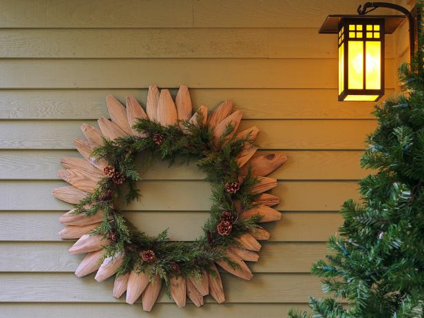 Picket Fence Christmas Wreath