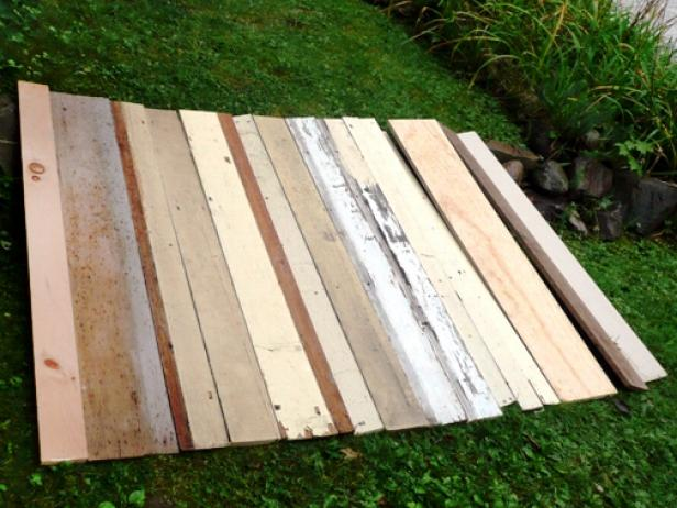 Original_Headboard-Salvaged-Wood-Laying-Out-Boards_s4x3