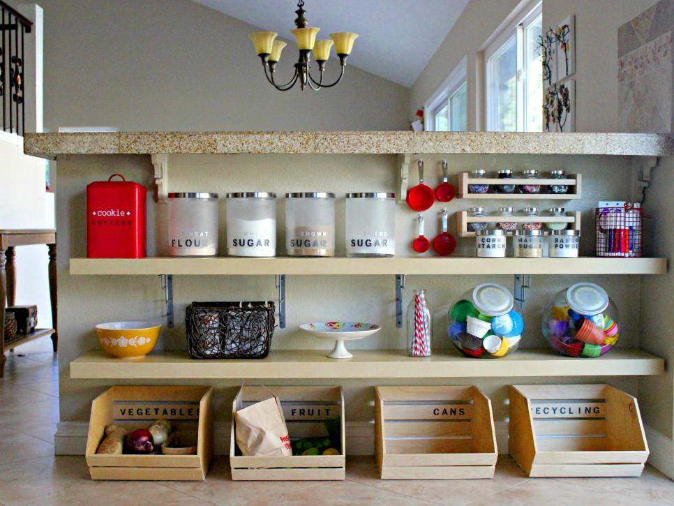 29 clever ways to keep your kitchen organized diy for Small kitchen organizing ideas