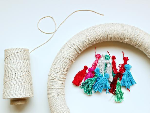 Original-Tassel-Wreath_string-wreath-form1_s4x3