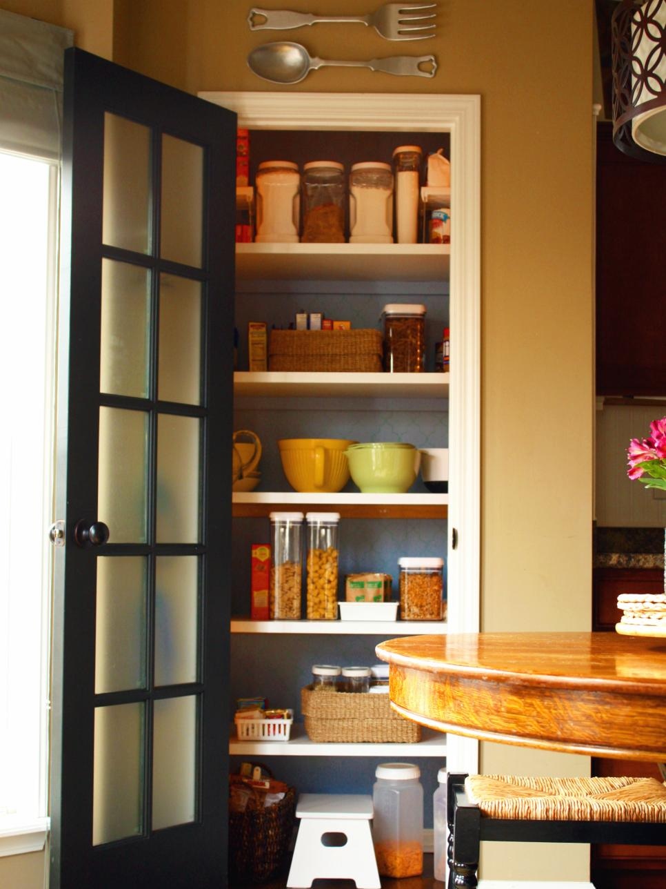 Design ideas for kitchen pantry doors diy for Pantry ideas for a small kitchen