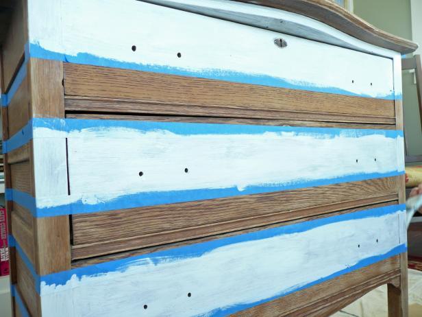 Original-Painted-Dresser_white-stripes_s4x3