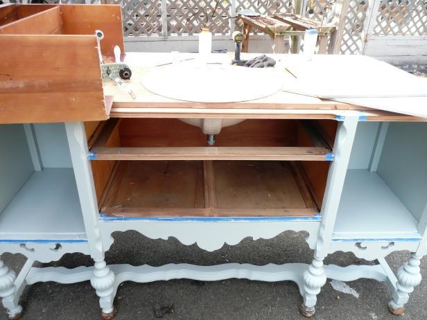Original-Vanity-Sideboard_fitting-in-the-sink_s4x3
