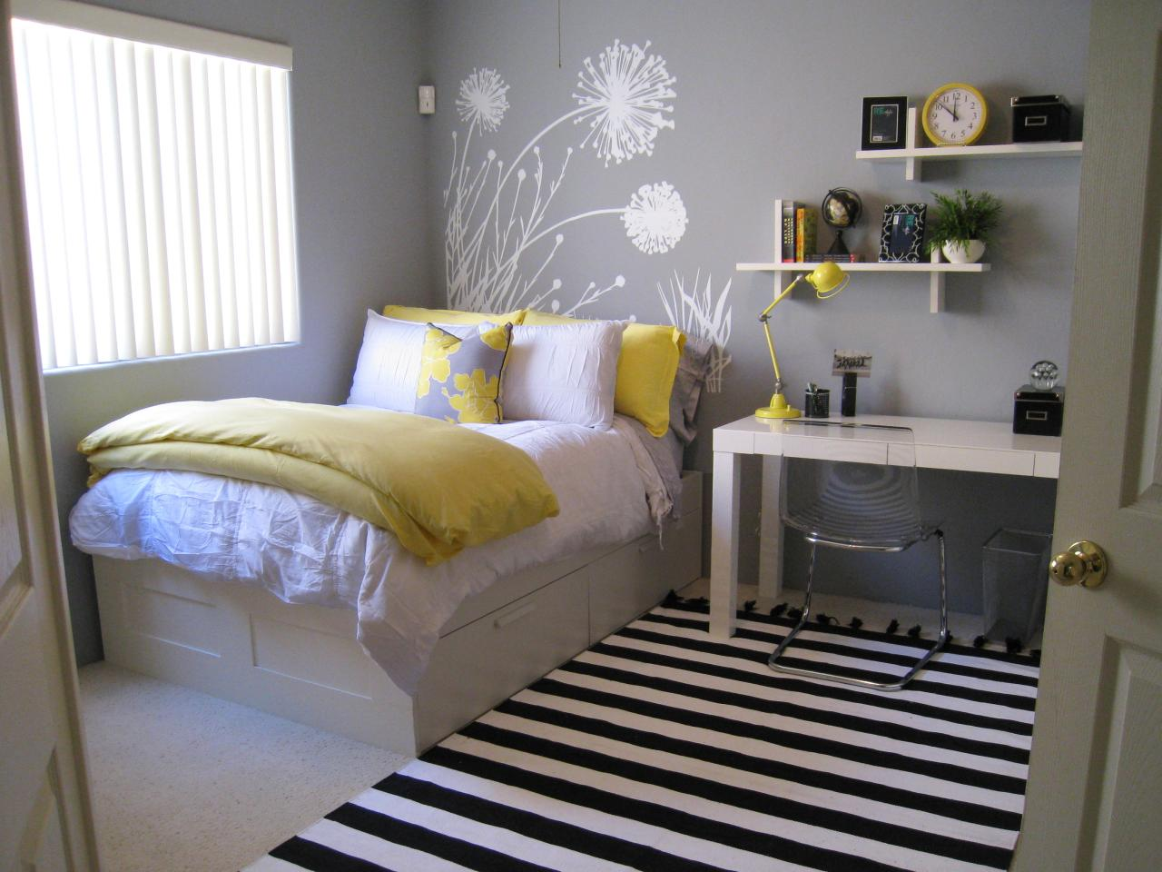 Decal Dreams & DIY Headboards: 53 Original Ideas for Easy Style | DIY Network ... pillowsntoast.com