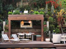 horjd305_outdoor-dining-pergola-seating-area_s4x3