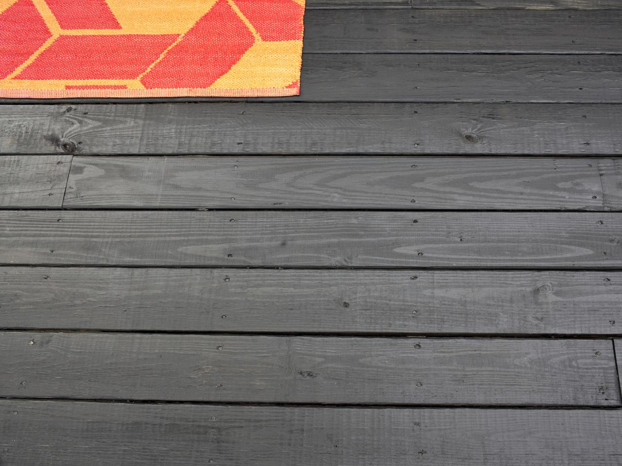 How To Stain A Wooden Deck How Tos Diy