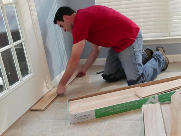 0184103 Man Installing Laminate Flooring S4x3