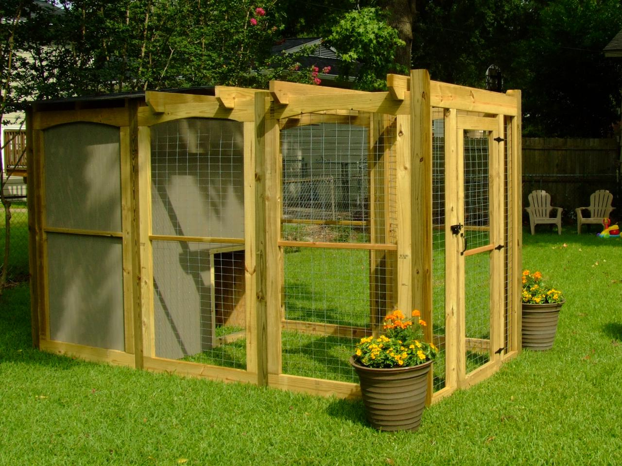 How To Build A Dog Run With Attached Doghouse How Tos Diy