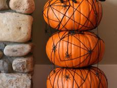 CI-Susan-Teare_Spider-Pumpkin-Topiary2_s3x4