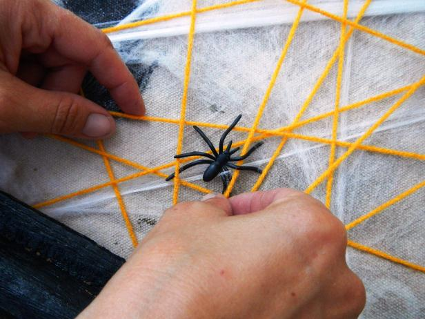 Original-Hallowen-Sign_add-spiders_s4x3