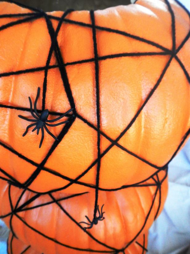 Original-Spider-Halloween-Topiary_hanging-spiders_s3x4